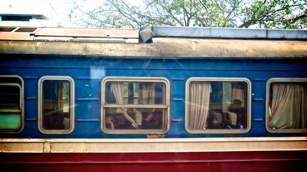 madeau train ride vietnam photography blog vagabondMG_0143 -