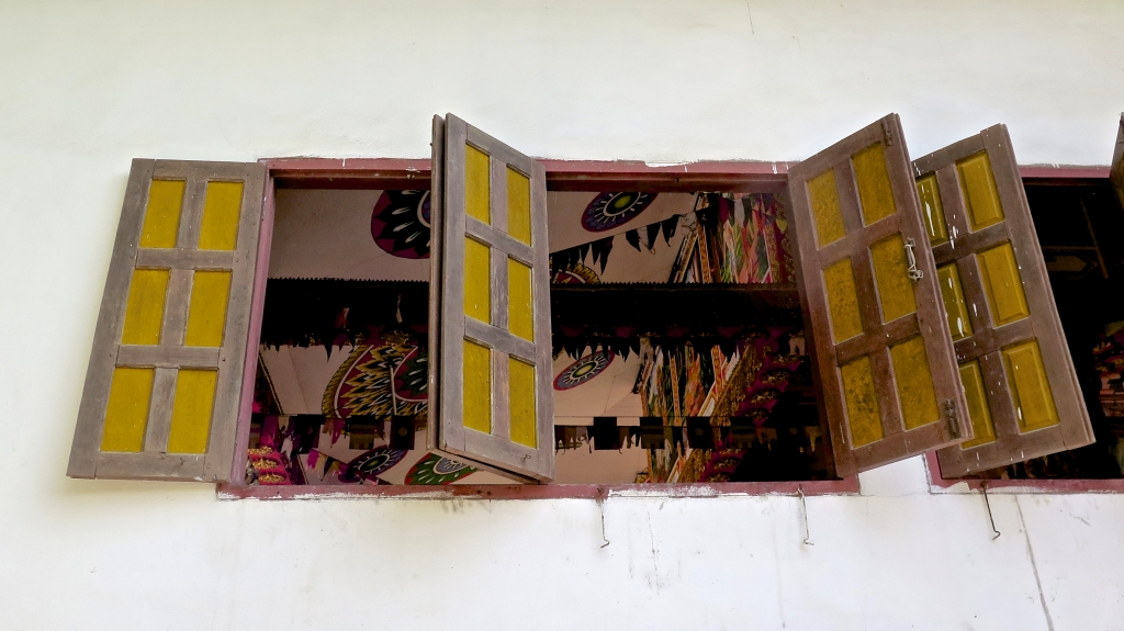 madeau photography laos vang vieng temple
